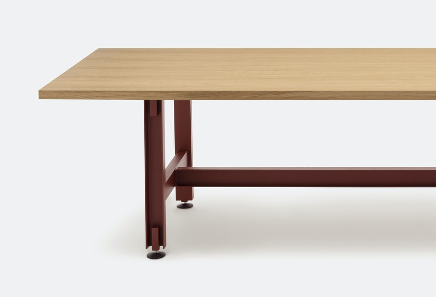 BEAM TABLE L3000 D1000 6833 Konstantin Grcic c2019 Establishedand Sons c Peter Guenzel Grey Background 01 300dpi