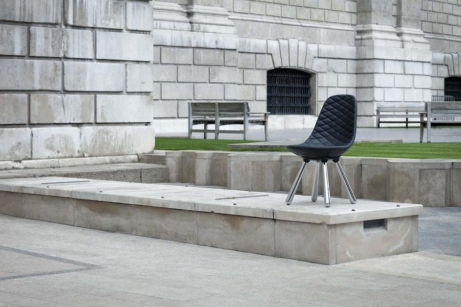 ES My London Sep2011 Peer Lindgreen Tudor Chair 72dpi