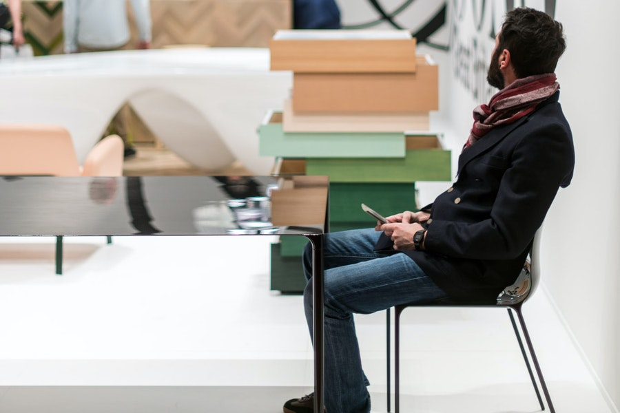 SURFACE CHAIR H440 in action 01 T Woodgate J Barnard 2017 Establishedand Sons Salone Internazionale del Mobile 02 c Matteo Cuzzola All Rights Reserved 72dpi